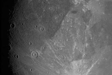NASA朱诺号探测器发回太阳系最大卫星木卫三惊人新画面